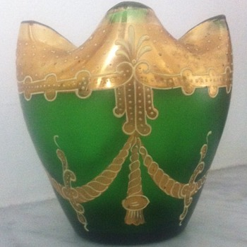 Green crimped satin glass with enamelled swags - Harrach. - Art Glass