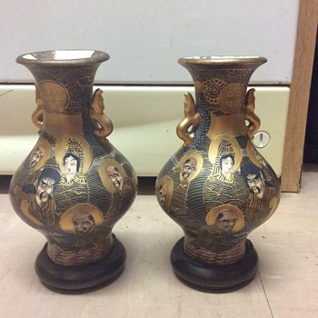 Japanese pair Meji 1000 faces vases 1850-1900 with bases