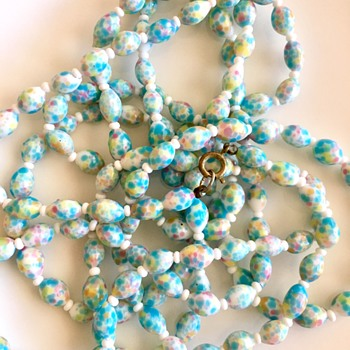 Pastel glass beaded necklace - Costume Jewelry