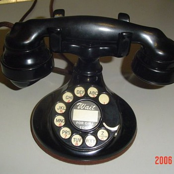 W.E. B mount dest phone - Telephones