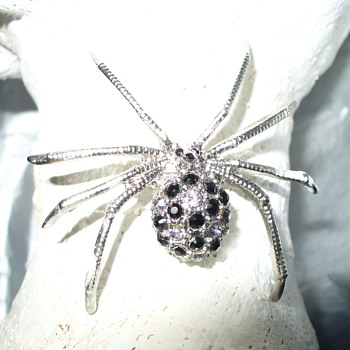 Beautiful Spider Pin - Costume Jewelry