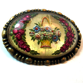 Lovely Victorian Reverse Carved Bouquet Brooch