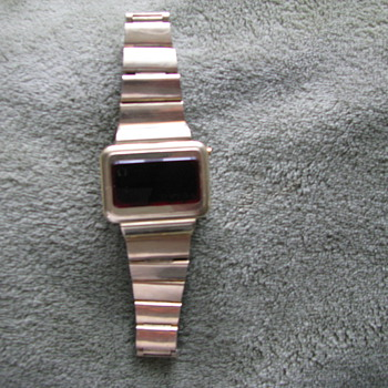 Omega Champion (1970&#039;s) 14k gold LCD 