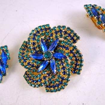 Pinwheel Demi, Who Did It/ - Costume Jewelry