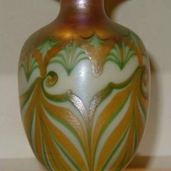 QUEZAL ART GLASS VASE, circa 1910 - Art Glass