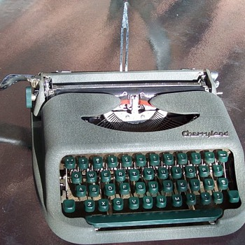 Cherryland Typewriter - Office