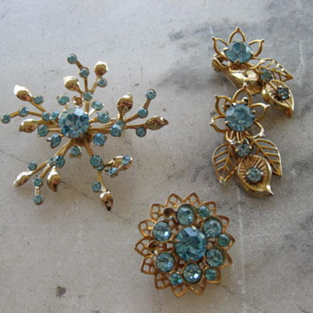 Mix of aqua rhinestone brooches and earrings from 50's-60's - Costume Jewelry