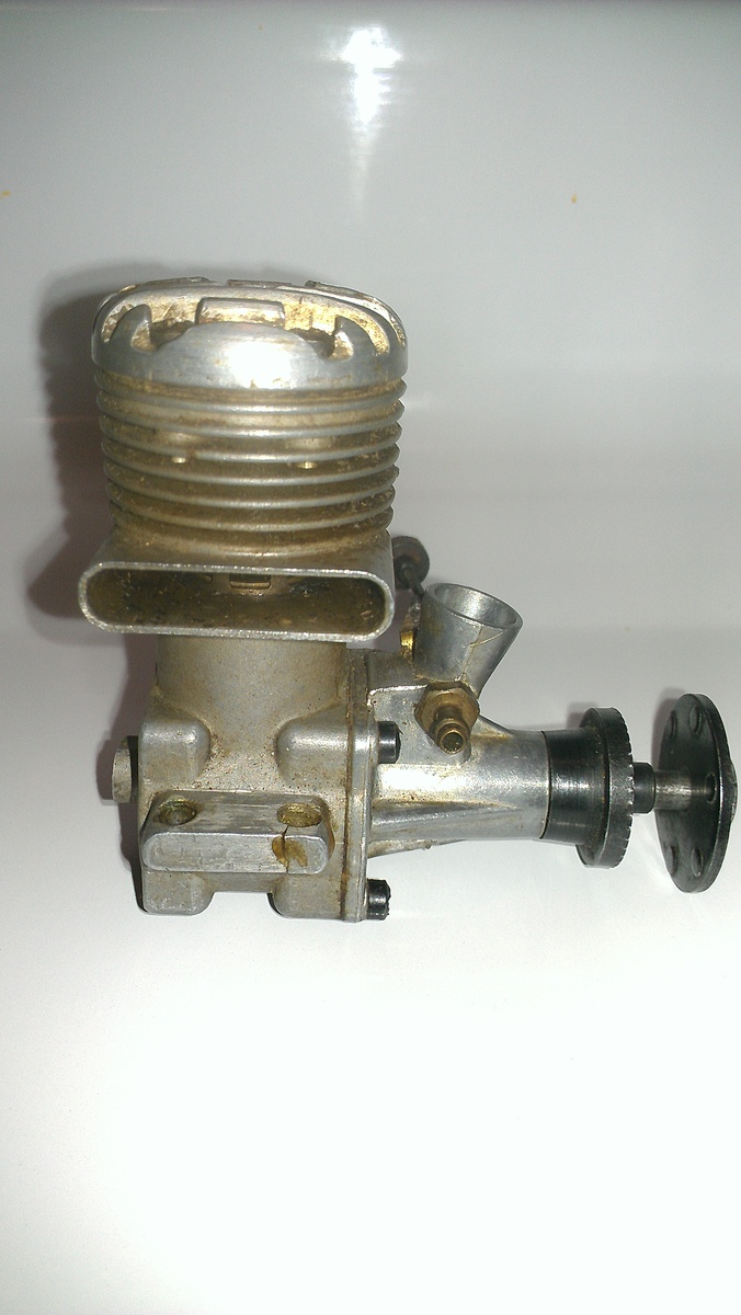 Vintage Model Airplane Engine 73