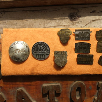 Vintage Chauffeur&#039;s Badges