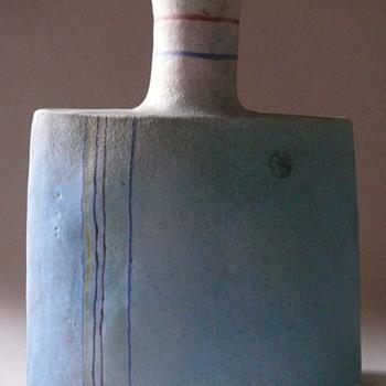 Gli Etruschi.... Ivo de Santis... a vase - Art Pottery