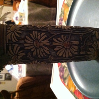 Just discovered this vase in parents' belongings - Art Pottery