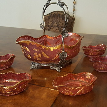 Gold and cranberry color bowl set