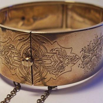 Victorian Cuff Bracelet -- * GOLD *