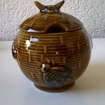 BZZZZZ!! Vintage (?) Beehive Honey Pot Thrift Shop Find 50 Cents - Kitchen