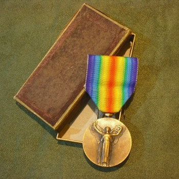 Boxed Unofficial Type WWI French Victory Medal