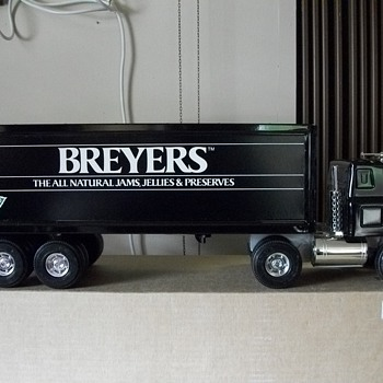 ERTL 8028 Breyers Jam, Jelly, and Preserves truck - Advertising