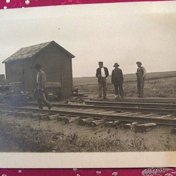 PHOTO 1912-16 Leith,NORTH DAKOTA--TRAIN?  MIDDLE ON NOWHERE-WHAT ARE THESE GUYS GOING TO DO THERE? ENLARGE PHOTO!