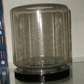 A.D. Copier vase on a glass disk (1930)