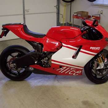 Wall Street Two Ducati D16RR - Motorcycles