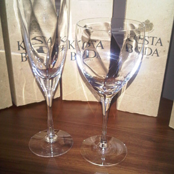 Kosta Boda by Bertil Vallien &#039;Chateau&#039; champagne and wine glasses