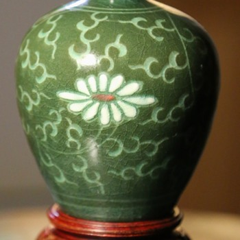 Japanese or Chinese Vase