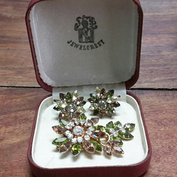 Australian Jewelcrest boxed brooch and earring set.