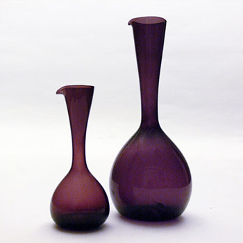 2 jugs designed by Arthur Percy or Kjell Blomberg, for Gullaskruf