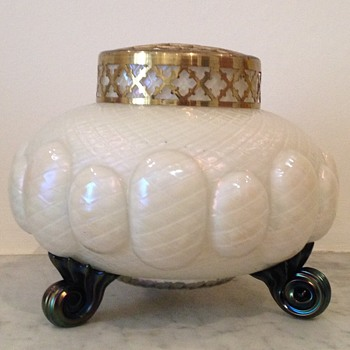 Mother of pearl quilted scroll-footed rosebowl