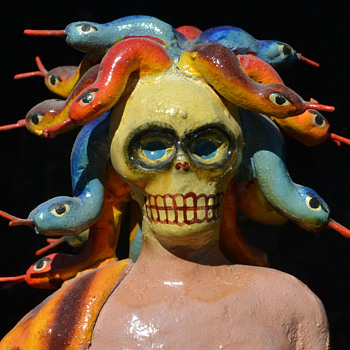 Medusa con mascara - Folk Art