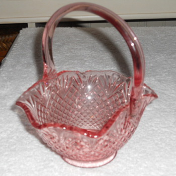 rose colored Basket maker and pattern unknown. - Glassware