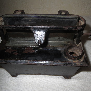 vintage cast iron oil lamp base - Tools and Hardware