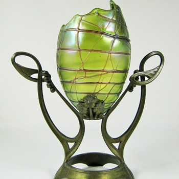 "Pallme König & Habel, mounted Egg vase ""Koryntha"" decor ca. 1900-05 - Art Glass"