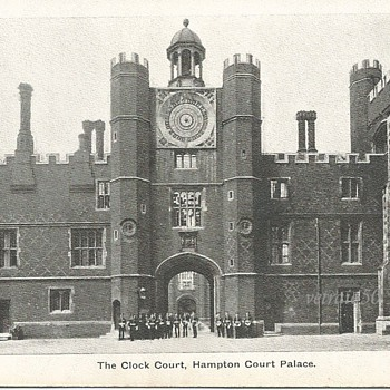 THE CLOCK COURT, HAMPTON COURT PALACE. - Postcards