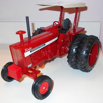 1968 Ertl IH 1456 1/16th scale - Toys