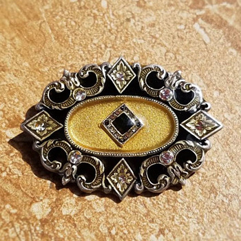 Tiny little brooch.... - Costume Jewelry