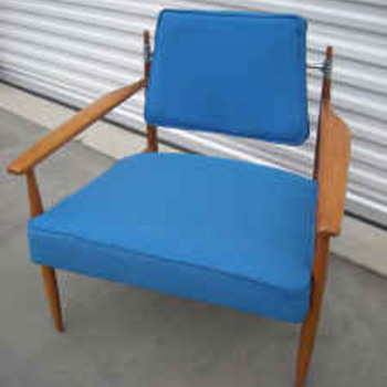 Knoll Chair but by which Designer? Hans Wegner??