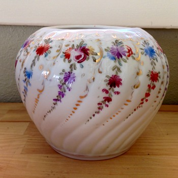 Mystery vase! Unmarked multi-colored floral vase with gold accents