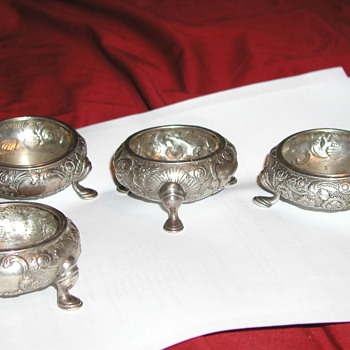 Need some with idenfting my favorite salt cellars - Silver
