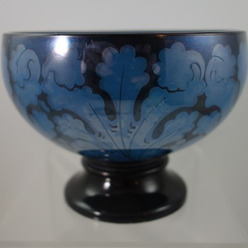 Jean Beck pedestal bowl painted by Franz Scholze, ca. 1918 - Art Glass