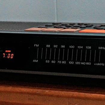 Toshiba RC-K1 FM/AM 2Band Alarm Clock Radio - Clocks