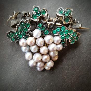 Victorian vine grape brooch.  - Fine Jewelry