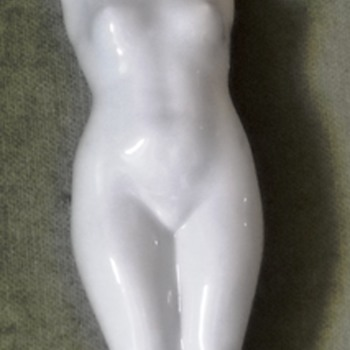 Third Reich Arts figurine in white glazed porcelain - Figurines