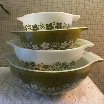 VINTAGE Pyrex Spring Blossom Crazy Daisy 4 Pc Cinderella Nesting Mixing Bowl Set - Kitchen