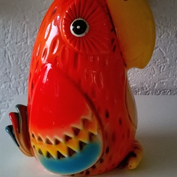 Kitschy Parrot/Lovebird Bank Thrift Shop Find 2 Euro ($2.12) - Figurines