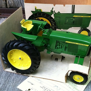 1972 NIB ERTL John Deere 3020 Row-Crop Tractor - Model Cars