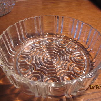 unusual bowl with a inset pattern that is not the common sunburst - Glassware