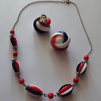 50-60's necklace and clip earrings