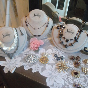 Love that Costume Jewelry - Costume Jewelry