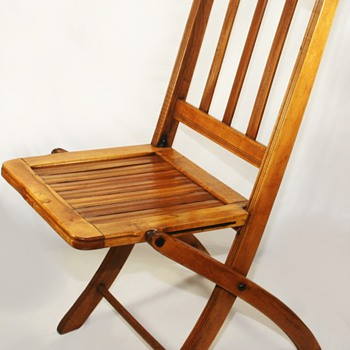 Beautiful Vintage Art Deco Era Folding Wooden/Slatted Chair
