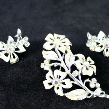 More Costume Jewellery - Miscellaneous Bling - Costume Jewelry
